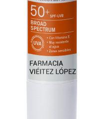 Usa protectores solares de farmacia para garantizar la calidad de los productos. Stick solar protección 50
