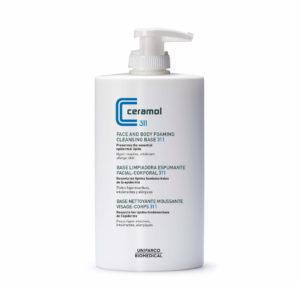Usa esta base limpiadora espumante para el Tratamiento natural de la dermatitis atópica.